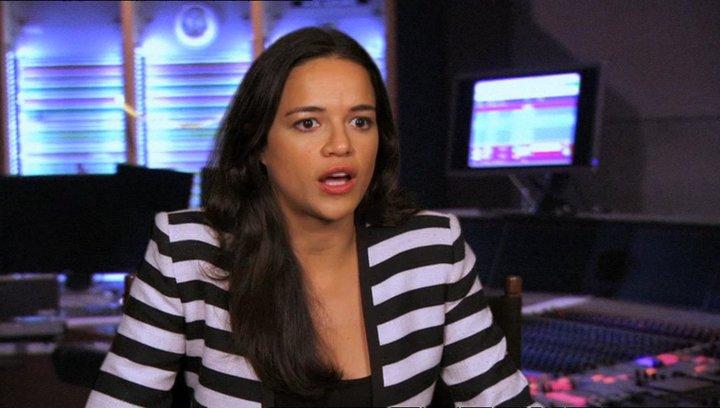 Michelle Rodriguez - Paz - über den Regisseur - OV-Interview Poster