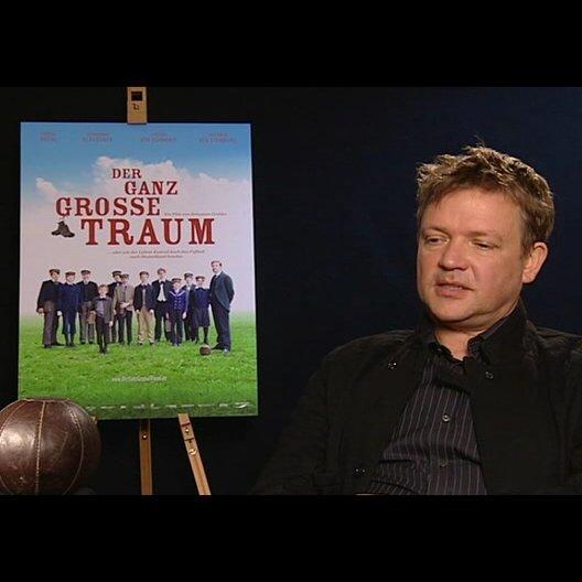 Justus von Dohnanyi (Richard Hartung) über die Grundthemen des Films - Interview Poster