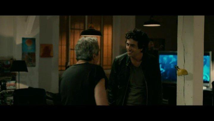 Thomas (Max Boublil) und Gilbert (Alain Chabat) starten zu ihrer ersten gemeinsamen Party-Nacht - Szene Poster