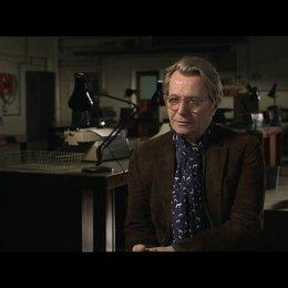 GARY OLDMAN -George Smiley- darüber, dass er sich geschmeichelt fühlte - OV-Interview Poster