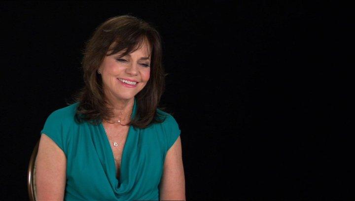 Sally Field (Mary Todd Lincoln) über Steven Spielberg - OV-Interview Poster