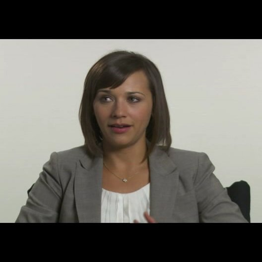 "Rashida Jones (""Marylin Delpy"") über die Dreharbeiten - OV-Interview Poster"