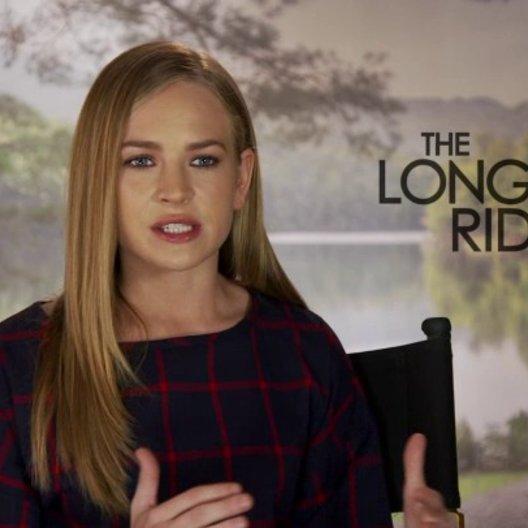 Britt Robertson über Sophias und Iras Beziehung - OV-Interview Poster