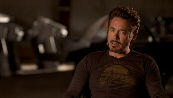 Robert Downey Jr - Tony Stark - Iron Man was Tony Stark dazu bewegte bei den Avengers dabei zu sein - OV-Interview Poster