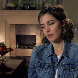 Rose Byrne über die Arbeit mit Melissa McCarthy - OV-Interview Poster
