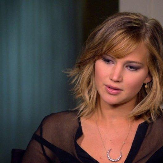 Jennifer Lawrence - Katniss Everdeen - über die Spiele - OV-Interview Poster