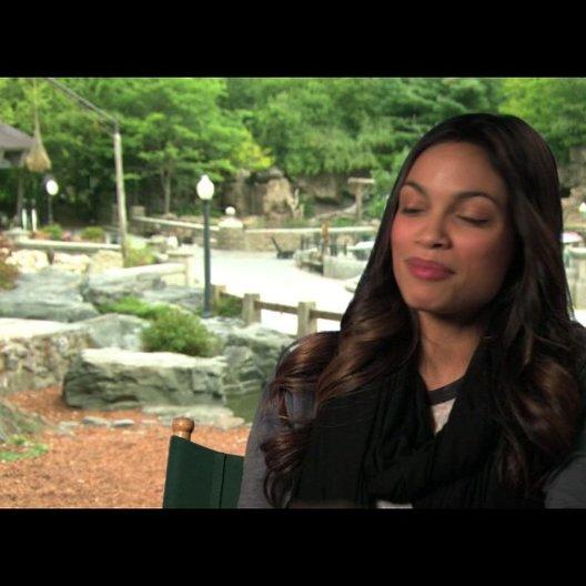 Rosario Dawson über die Vorbereitung auf lustige Szenen - OV-Interview Poster