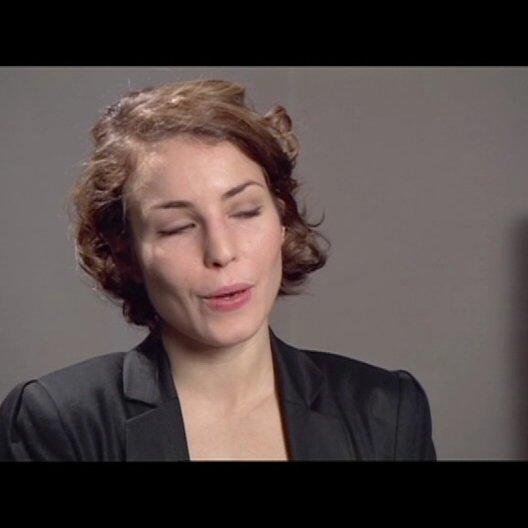Noomi Rapace (Lisbeth Salander) über Lisbeths Kommunikation mit Mikael per Computer - OV-Interview Poster