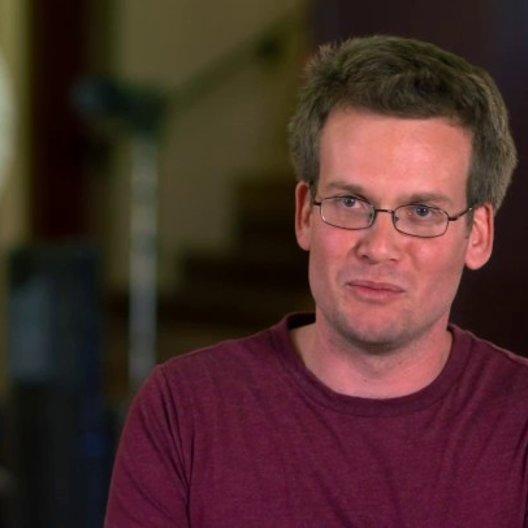 John Green - Autor - über die Geschichte als Liebesgeschichte - OV-Interview Poster