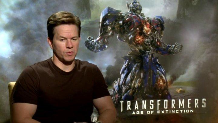 Mark Wahlberg - Cade Yeager - warum TRANSFORMERS so gut ankommt - OV-Interview Poster