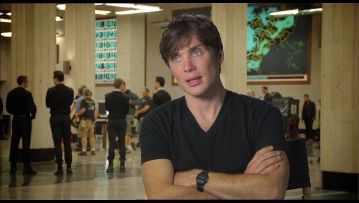 Cilian Murphy (Raymond Leon) über Zeit als neue Währung - OV-Interview Poster