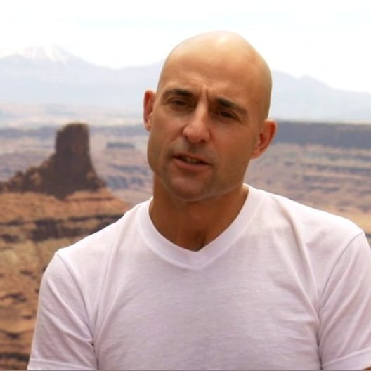 MARK STRONG - Matai Shang über seine Rolle als Matai Shang - OV-Interview Poster