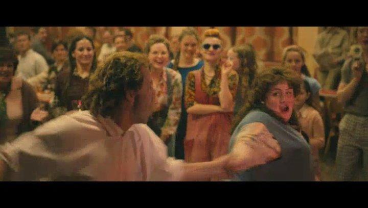 Jonathan beeindruckt mit einer Tanzeinlage - Szene Poster