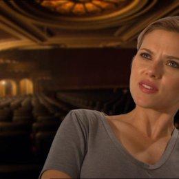 Scarlett Johansson (Janet Leigh) über wie sie ihre Rolle von Janet Leigh darstellt - OV-Interview Poster