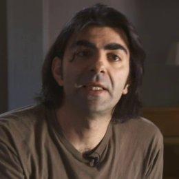 Fatih Akin erklärt die dokumentarische Herangehensweise bei Müll im Garten Eden - Interview Poster