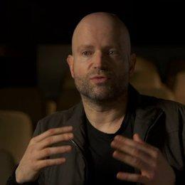 Marc Forster - Regisseur - darüber wie Gerry in die Geschichte involviert wird - OV-Interview Poster