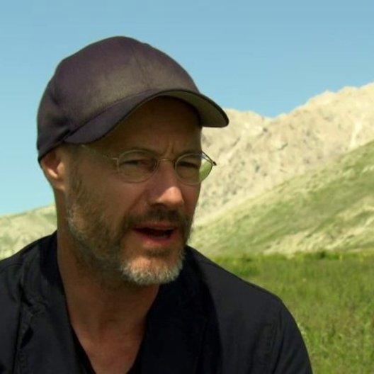 Tomy Wiegand (Regie) über die Aussage des Films und die Dreharbeiten - Interview Poster