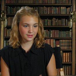 Sophie Nélisse - Liesel - darüber, wie Liesel das Publikum anspricht - OV-Interview Poster