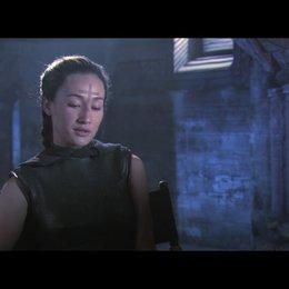 """Maggie Q (""""Priesterin"""") über ihre Rolle - OV-Interview Poster"""
