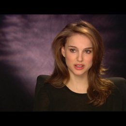 Natalie Portman über die Geschichte - OV-Interview Poster
