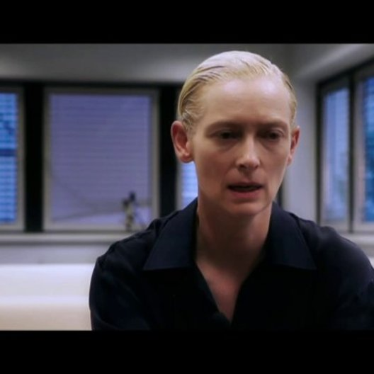 Tilda Swinton (Eve) über moderne Vampire - OV-Interview Poster