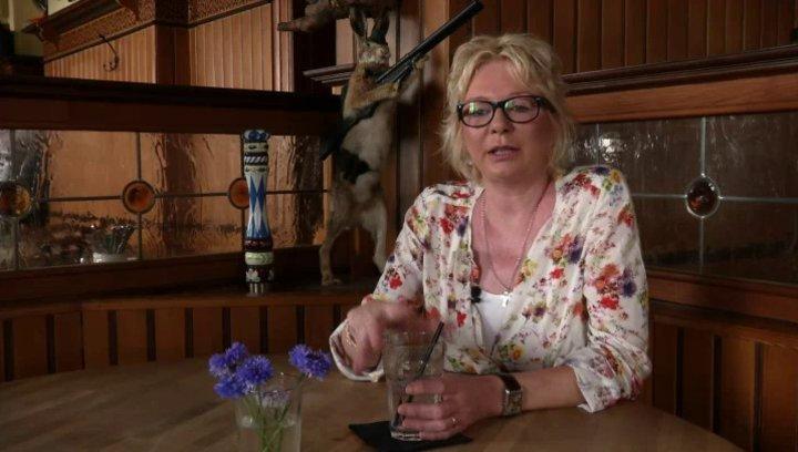 Rita Falk - Roman-Autorin - über Sebastian Bezzel als Franz Eberhofer - Interview Poster