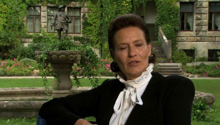 Suzanne von Borsody über das Liebenswerte an ihrer Rolle - Interview Poster