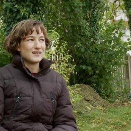 Marie Leuenberger - Emilie über die Story - Interview Poster