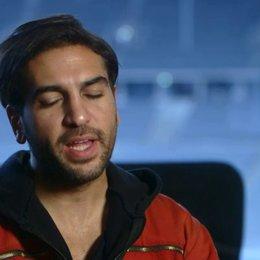 Elyas M' Barek (Max) über das besondere an dem Film - Interview Poster