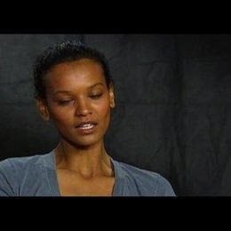 LIYA KEBEDE (Darstellerin von Waris Dirie im Film) über Tim Spall und den Dreh der Nacktszenen - OV-Interview Poster