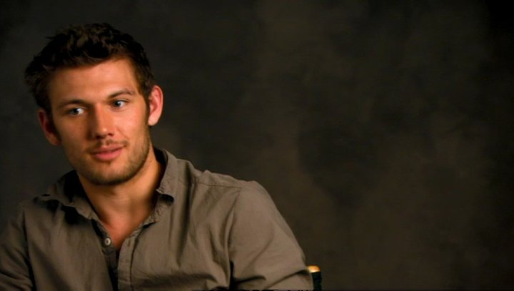 Alex Pettyfer - Adam - The Kid über die Rolle Magic Mike - OV-Interview Poster