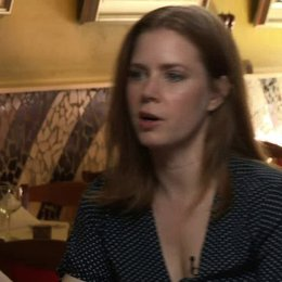 Amy Adams - Margaret Keane - über Margarets freundliches Wesen - OV-Interview Poster