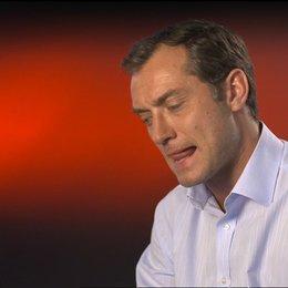 Jude Law (Michael Daly) über seine Rolle - OV-Interview Poster