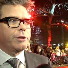 Weltpremiere - Christopher McQuarrie - Regisseur über die Ähnlichkeit zwischen Tom Cruise und Jack Reacher - OV-Interview Poster