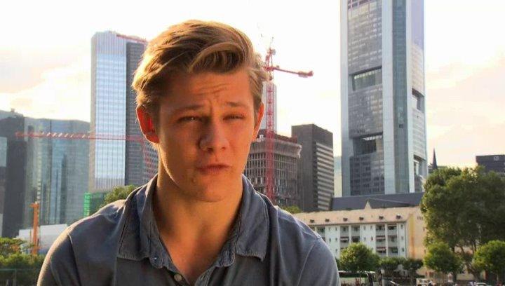 Max von der Groeben - Harry -  über Harrys Sprüche - Interview Poster