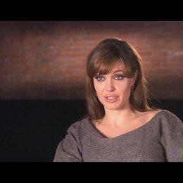 Angelina Jolie (Elise Clifton) über Florian Henckel von Donnersmarck - OV-Interview Poster