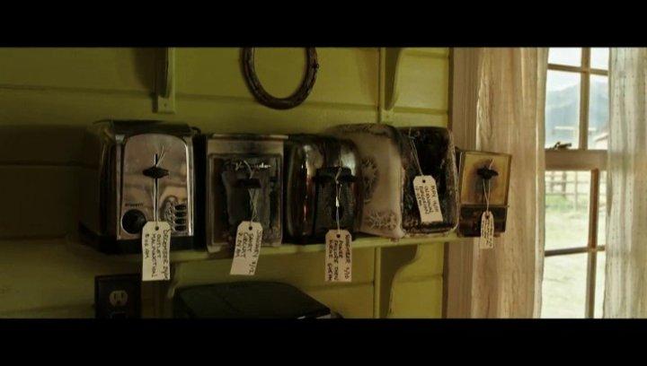 T.S. Spivets Mutter (Helena Bonhm Carter) hat Probleme mit einem Toaster - Szene Poster