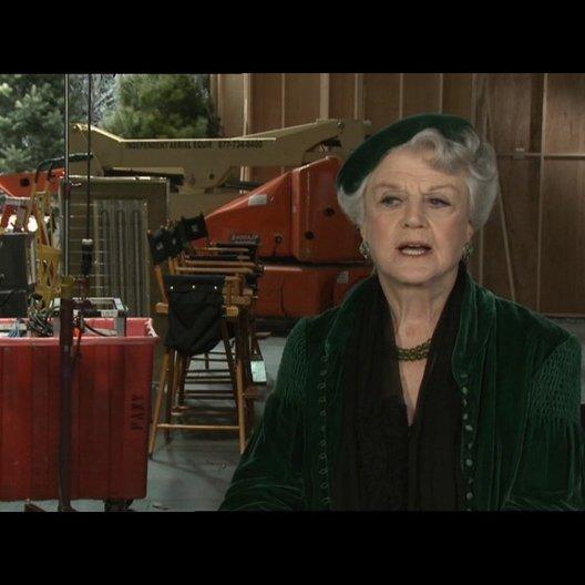 Angela Lansbury über die Zusammenarbeit mit Jim Carrey - OV-Interview Poster