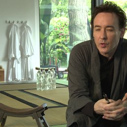 John Cusack (Stafford Weiss) über: das Besondere an dem Buch über Hollywood, Kinderstarts, seine Rolle, David Cronenberg - OV-Interview Poster