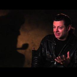 Andy Serkis über die Figur Kapitän Haddock - OV-Interview Poster
