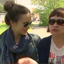 PERI BAUMEISTER UND OLGA KAMINER - Olga und die echte Olga - über ihr erstes Treffen - Interview Poster