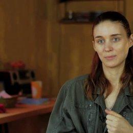 Rooney Mara über die Arbeit mit den Jungs - OV-Interview Poster