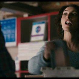 Murry versucht die Postbeamtin des Ortes zu überzeugen - Szene Poster