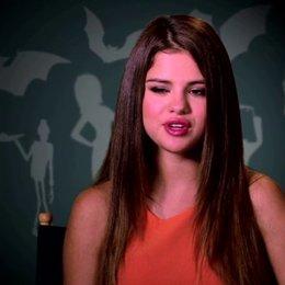 Selena Gomez über ihre rolle - OV-Interview Poster