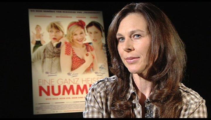 Bettina Mittendorfer über die drei Frauen - Interview Poster