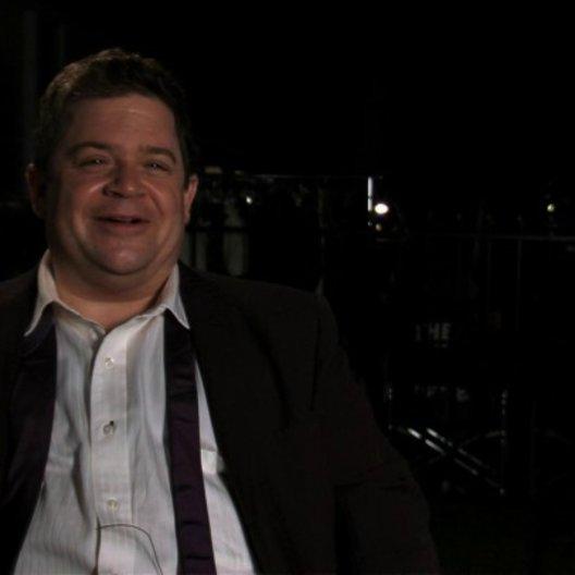 Patton Oswald über den Charakter seiner Rolle - OV-Interview Poster