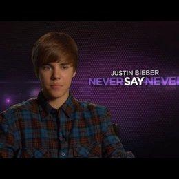 Justin Bieber über seine Familie - OV-Interview Poster