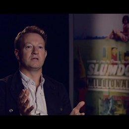 """Simone Beaufoy (Drehbuchautor) - über die Rolle von """"Wer wird Millionär?"""" im Film - OV-Interview Poster"""
