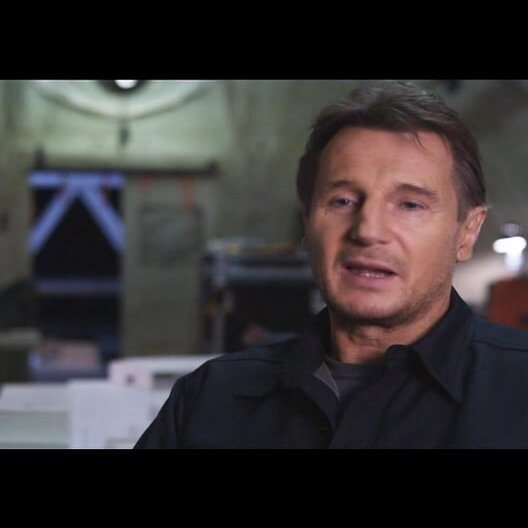 "Liam Neeson - ""Hannibal"" über Bradley Cooper - OV-Interview Poster"