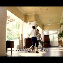 Saleem tanzt mit seiner Schwester - Szene Poster